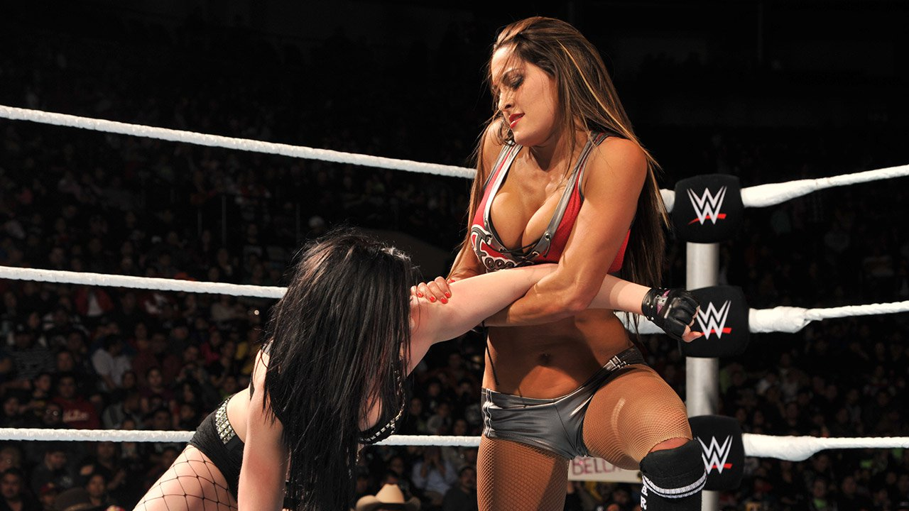 Paige vs. Nikki Bella: WWE Main Event, 6 janvier 2015