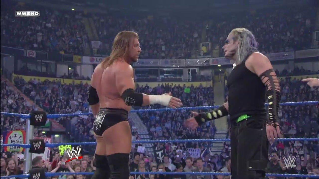 Jeff Hardy remporte une victoire bouleversante dans un match sans titre en jeu contre le Champion de la WWE Triple H: SmackDown, 21 novembre 2008