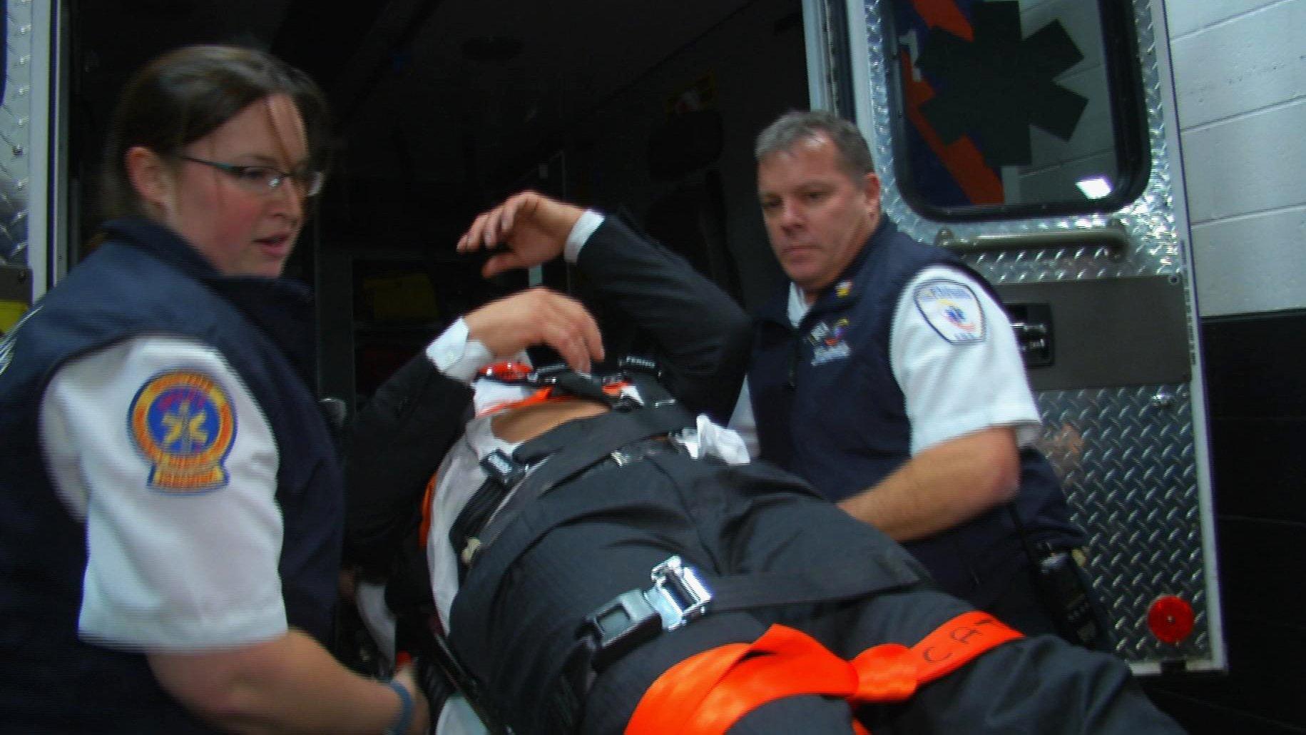 Triple H est emmené en ambulance après avoir été attaqué par Roman Reigns: WWE.com Exclusive, 13 décembre 2015