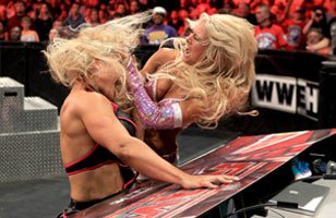 Kelly Kelly unleashes hell on Beth Phoenix.