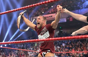 Daniel Bryan wins the World Heavyweight Title at WWE TLC.