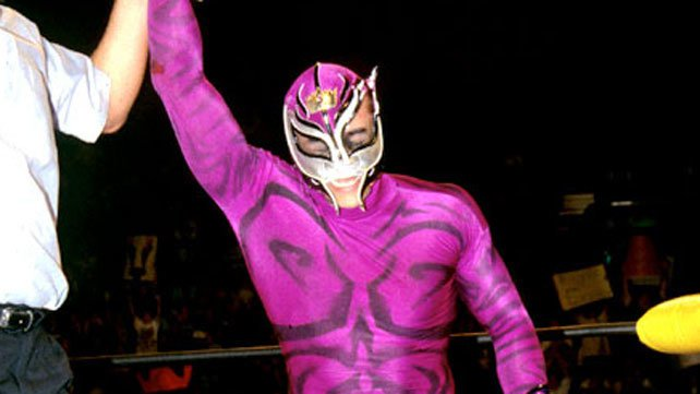 Rey Mysterio Wins The World Heavyweight Championship In A